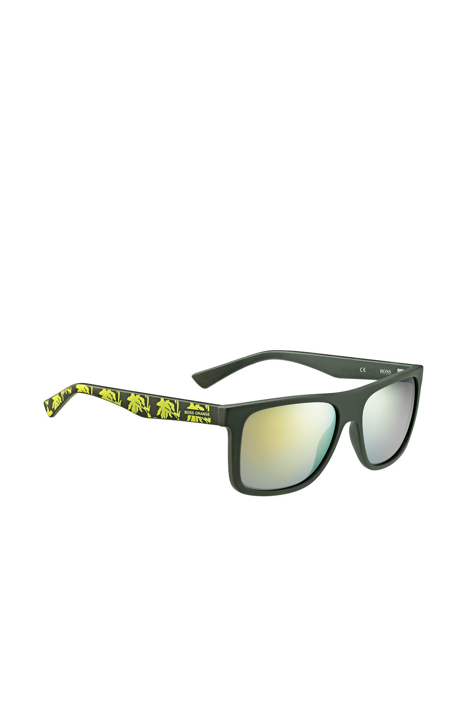 Groene zonnebril met poten met dessin: 'BO 0235/S'