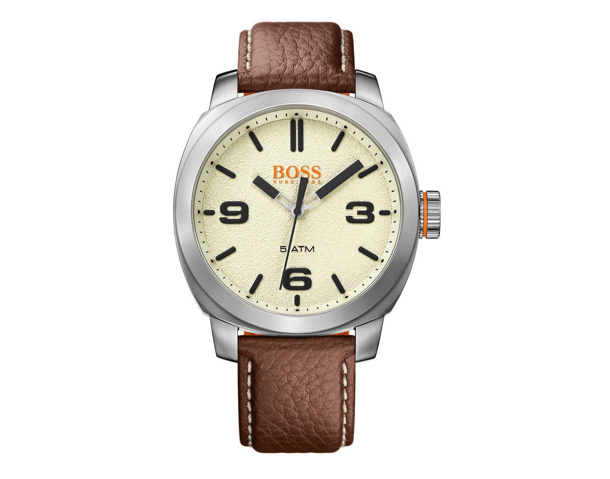 Reloj de acero inoxidable cepillado con esfera con textura y correa de piel marrón, Blanco