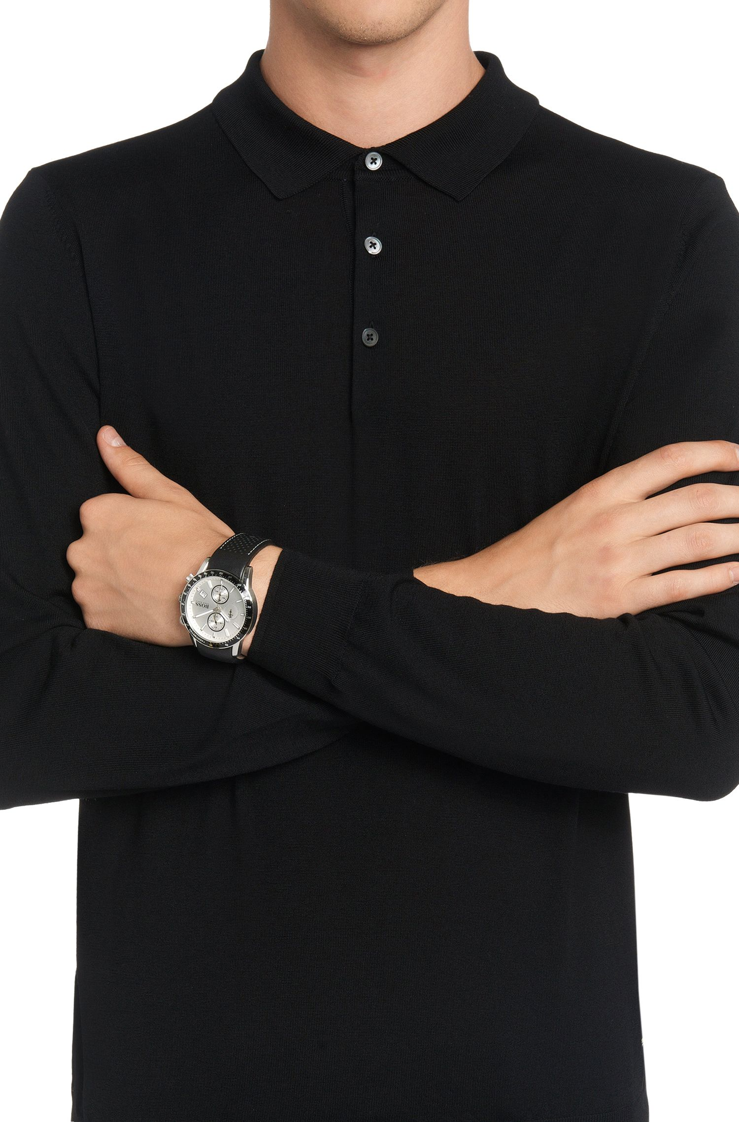 Montre sportive en acier inoxydable au placage gris à cadran argenté et bracelet en cuir perforé