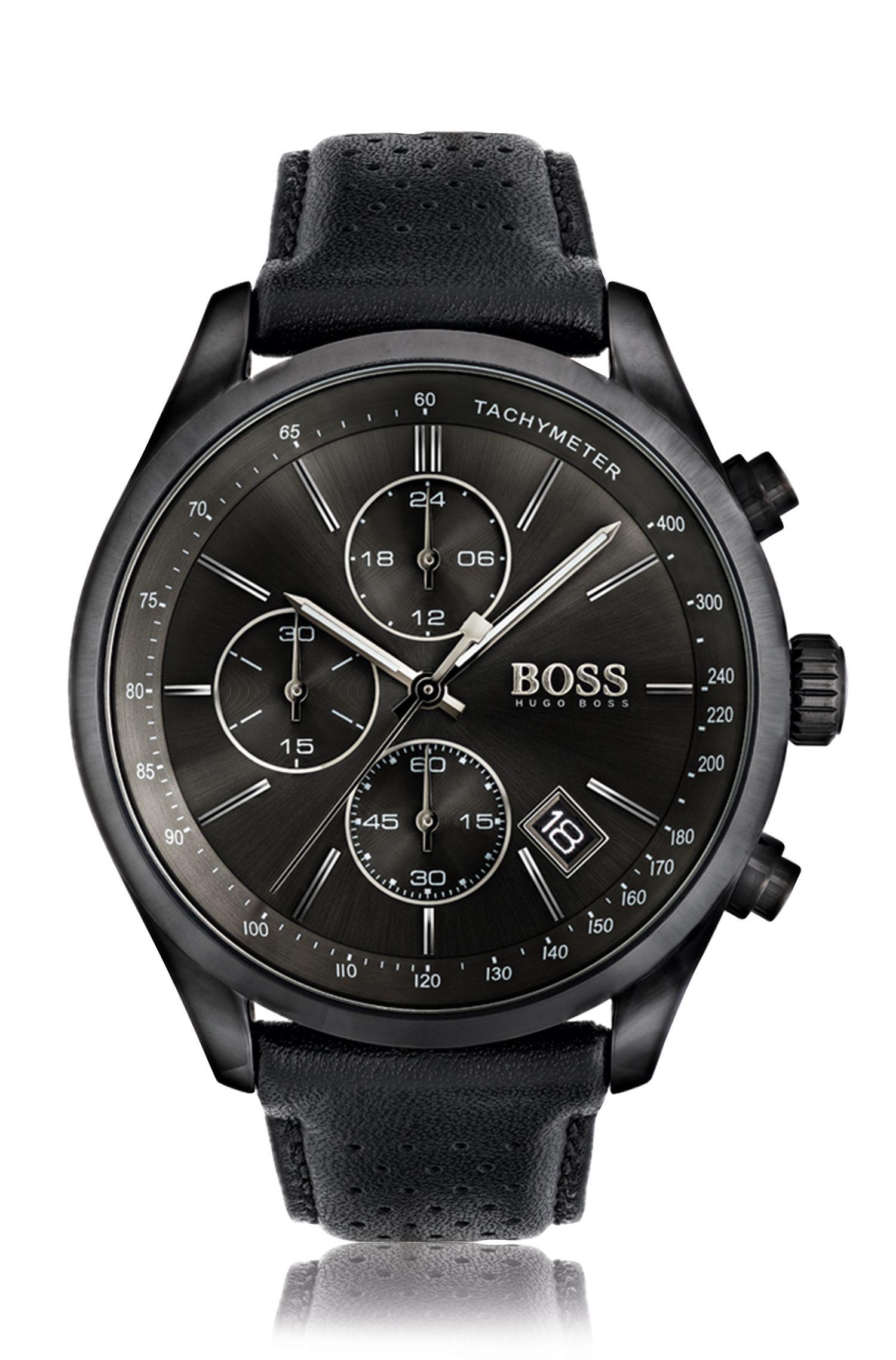 Montre sport en acier inoxydable noirci à cadran noir et bracelet en cuir perforé.