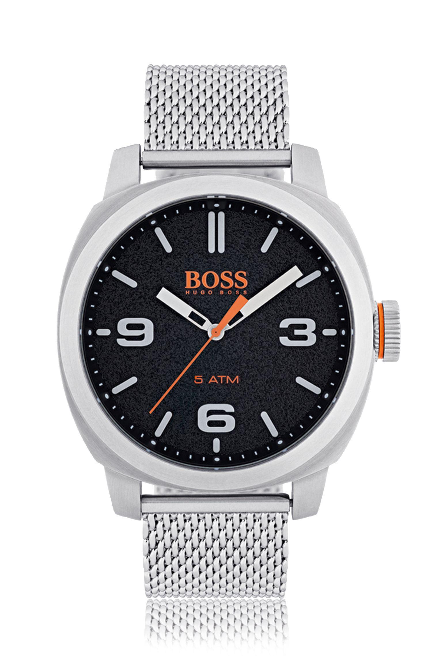 Reloj de acero inoxidable cepillado con esfera negra y pulsera de malla
