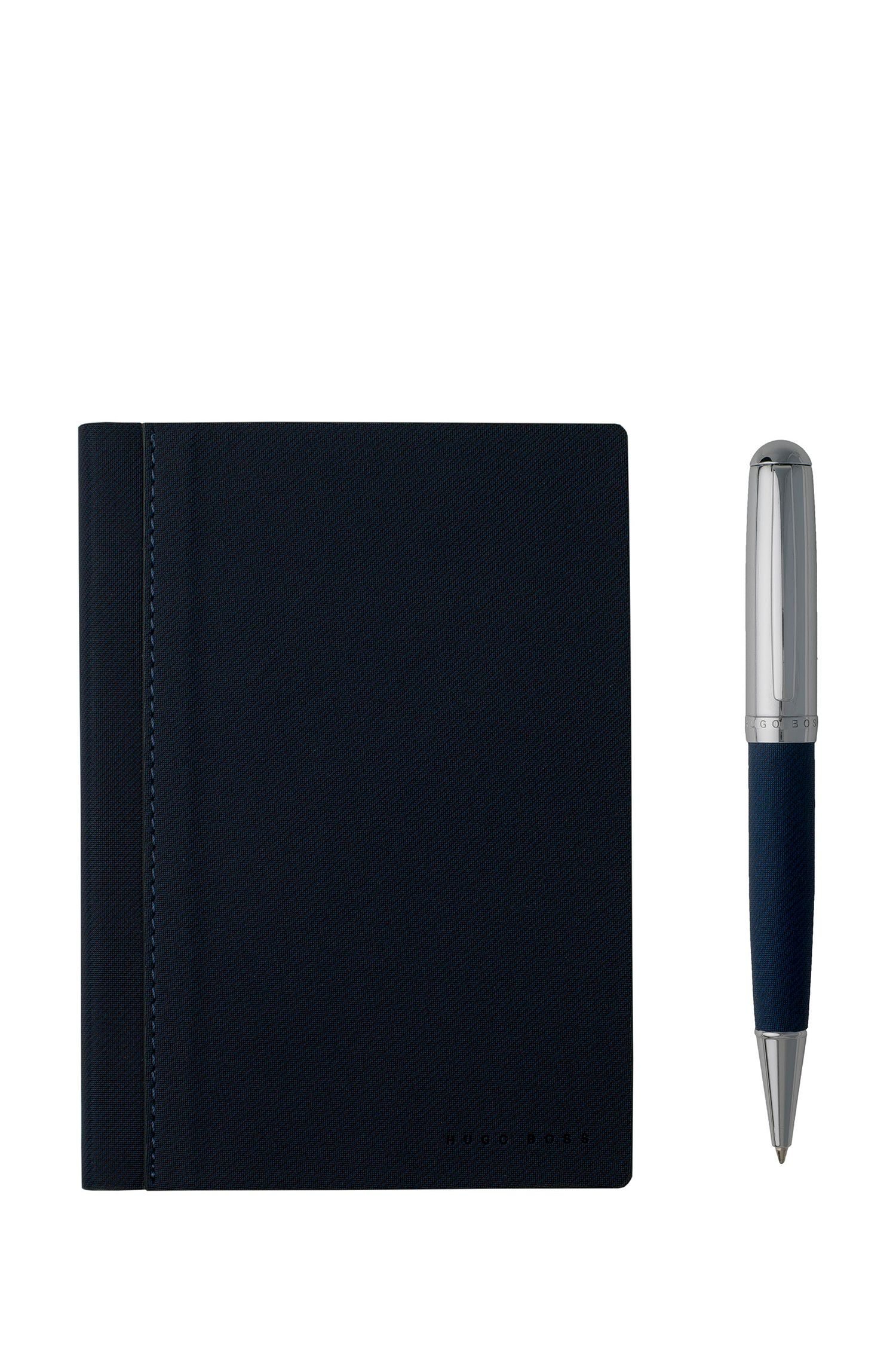 Cadeauset van blauw materiaal met A6-notitieblok en balpen