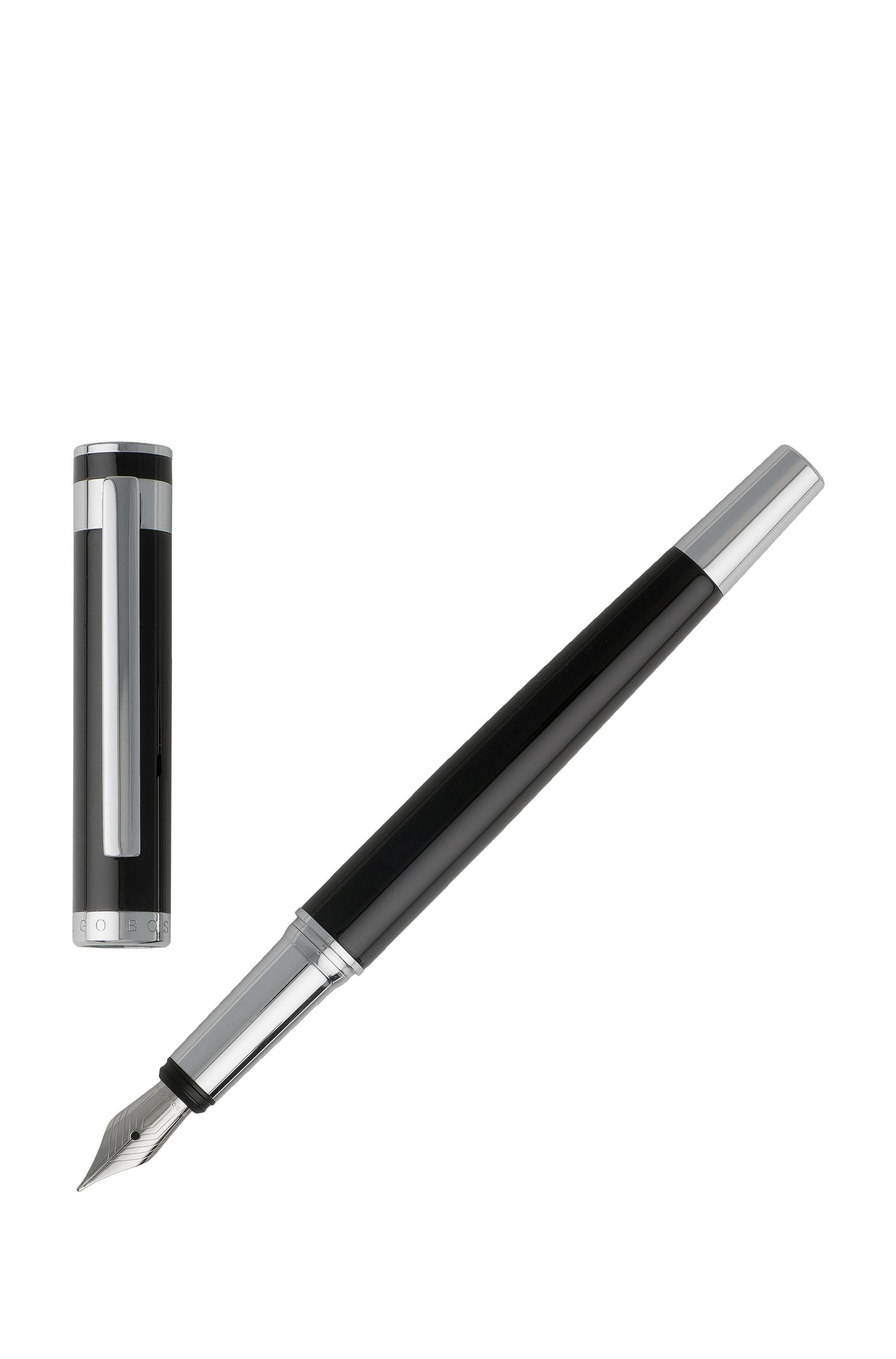 Fountain pen in glossy black lacquer