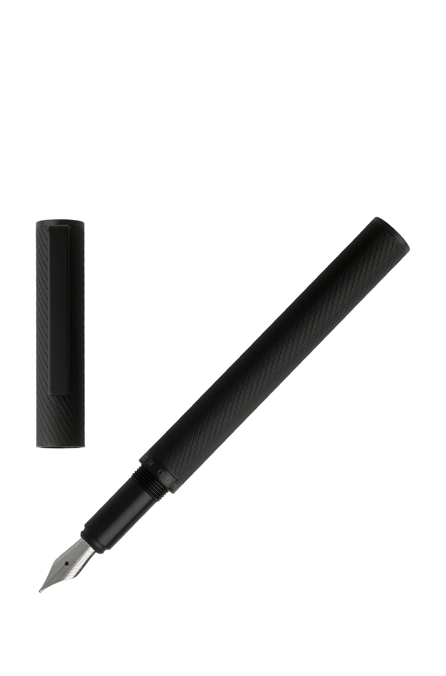 Fountain pen in textured black lacquer