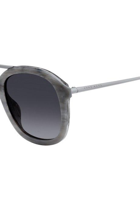 Sonnenbrille mit gemusterter Acetat-Fassung S6VETGs4