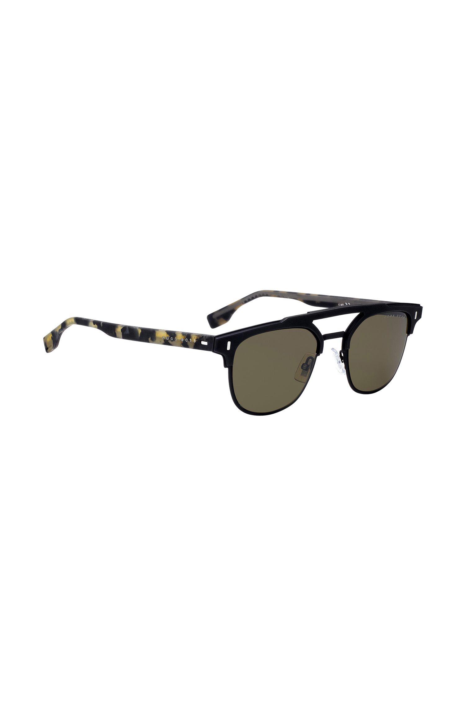 Zwarte zonnebril met dubbele neusbrug en gerubberde brilveren in havanadessin