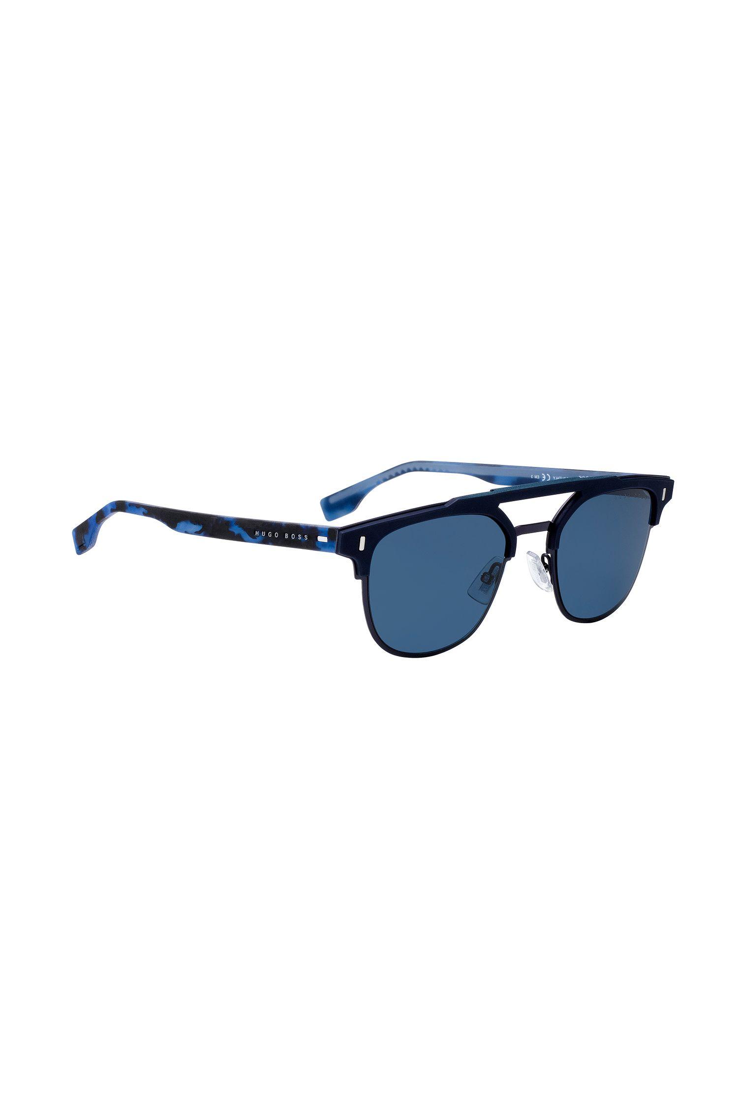 Matblauwe zonnebril met gerubberde brilveren in havanadessin