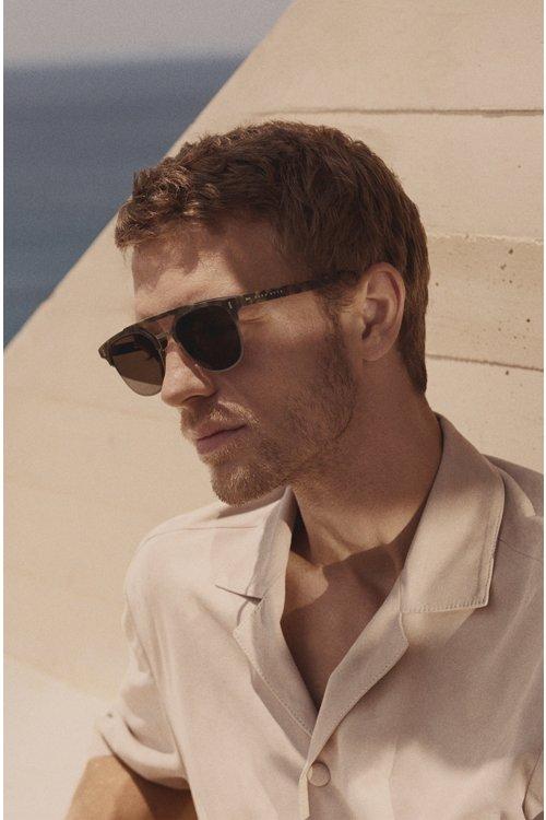 Hugo Boss - Gummierte Sonnenbrille mit Havanna-Muster und Nieten an den Scharnieren - 4