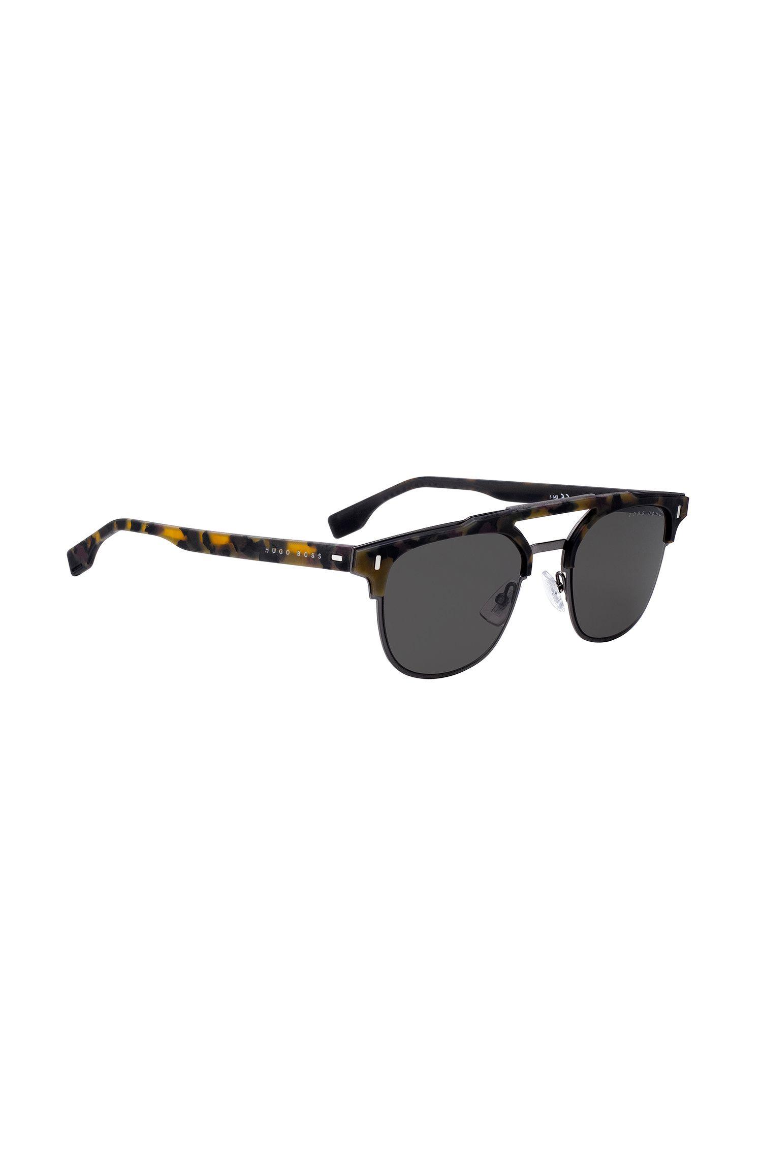 Gummierte Sonnenbrille mit Havanna-Muster und Nieten an den Scharnieren, Gemustert