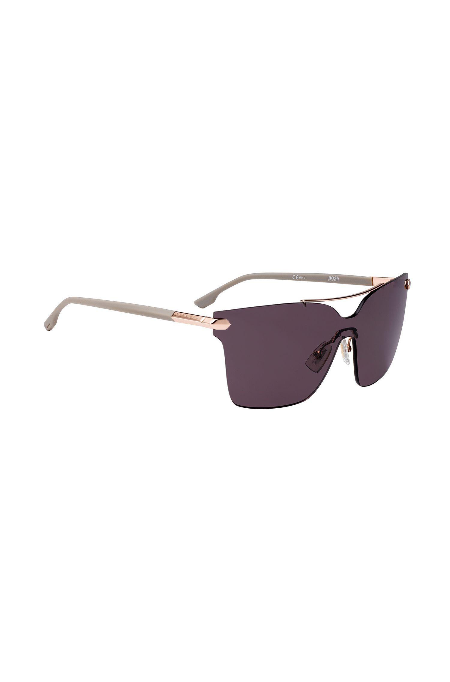 Schild-Sonnenbrille mit Nieten an den Scharnieren