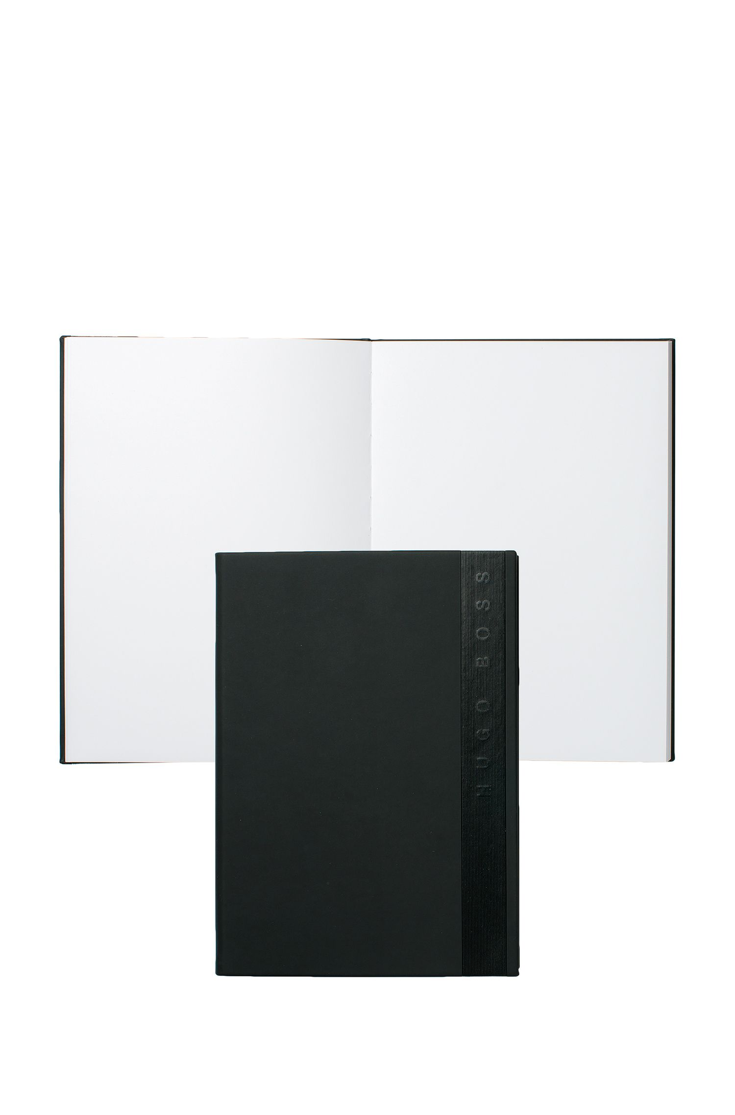 Cuaderno A5 con cubierta negra de piel sintética y logo en vertical
