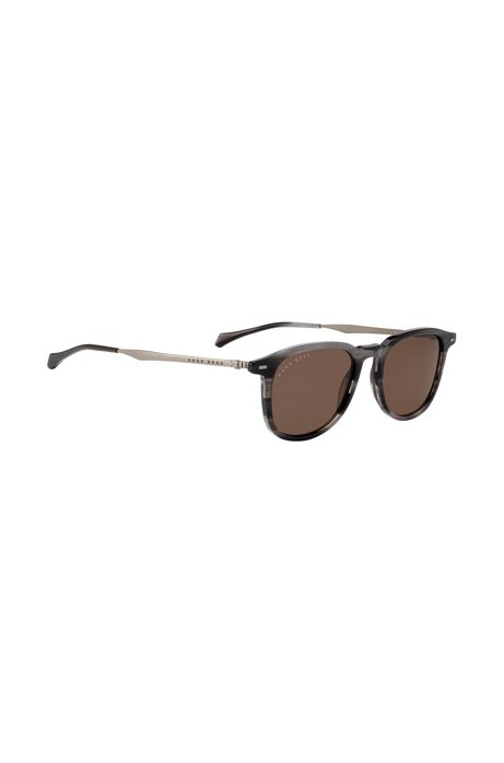 Beta-titanium sunglasses with Havana-effect frames, Patterned
