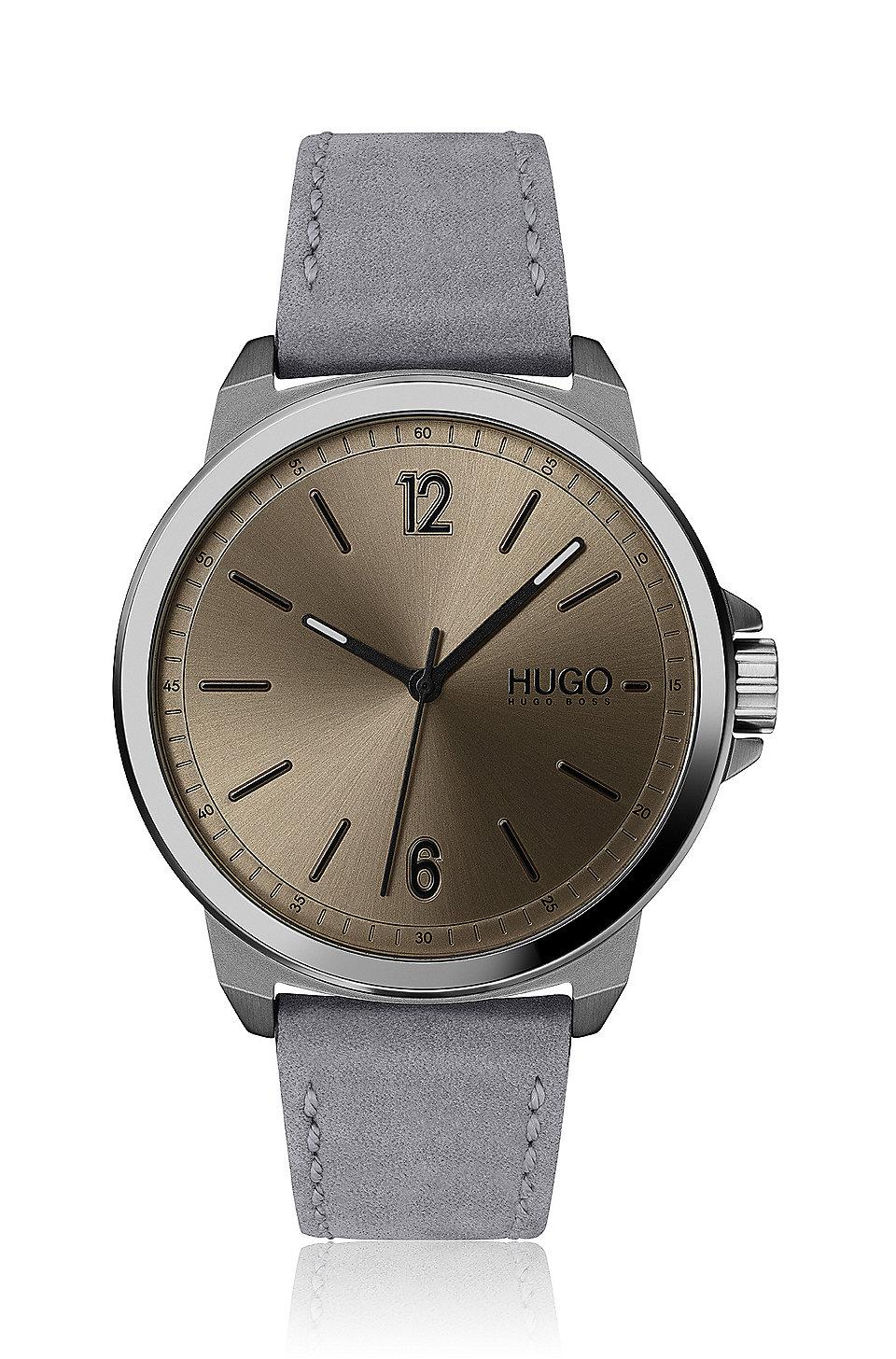 3db41ba8bdc5 HUGO - Reloj con correa de nobuk y esfera en color café con acabado  cepillado