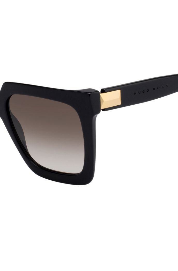 Lightweight sunglasses in black acetate with hardware detail