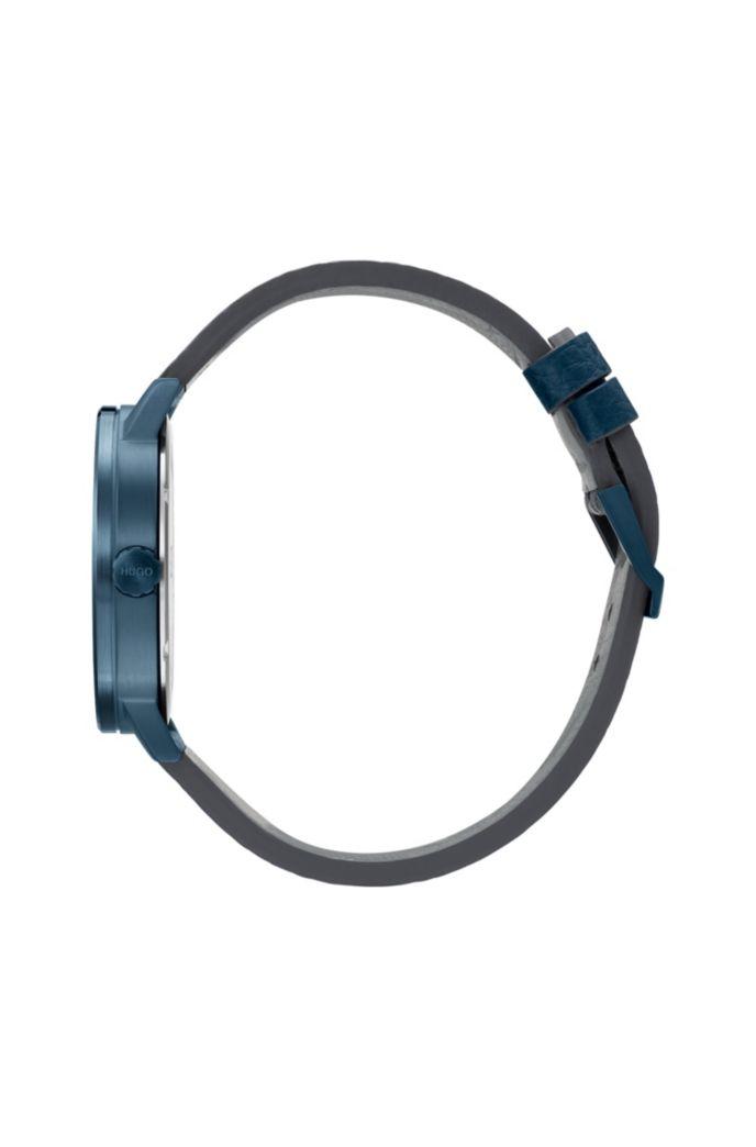 Reloj en acero chapado en azul con correa de piel