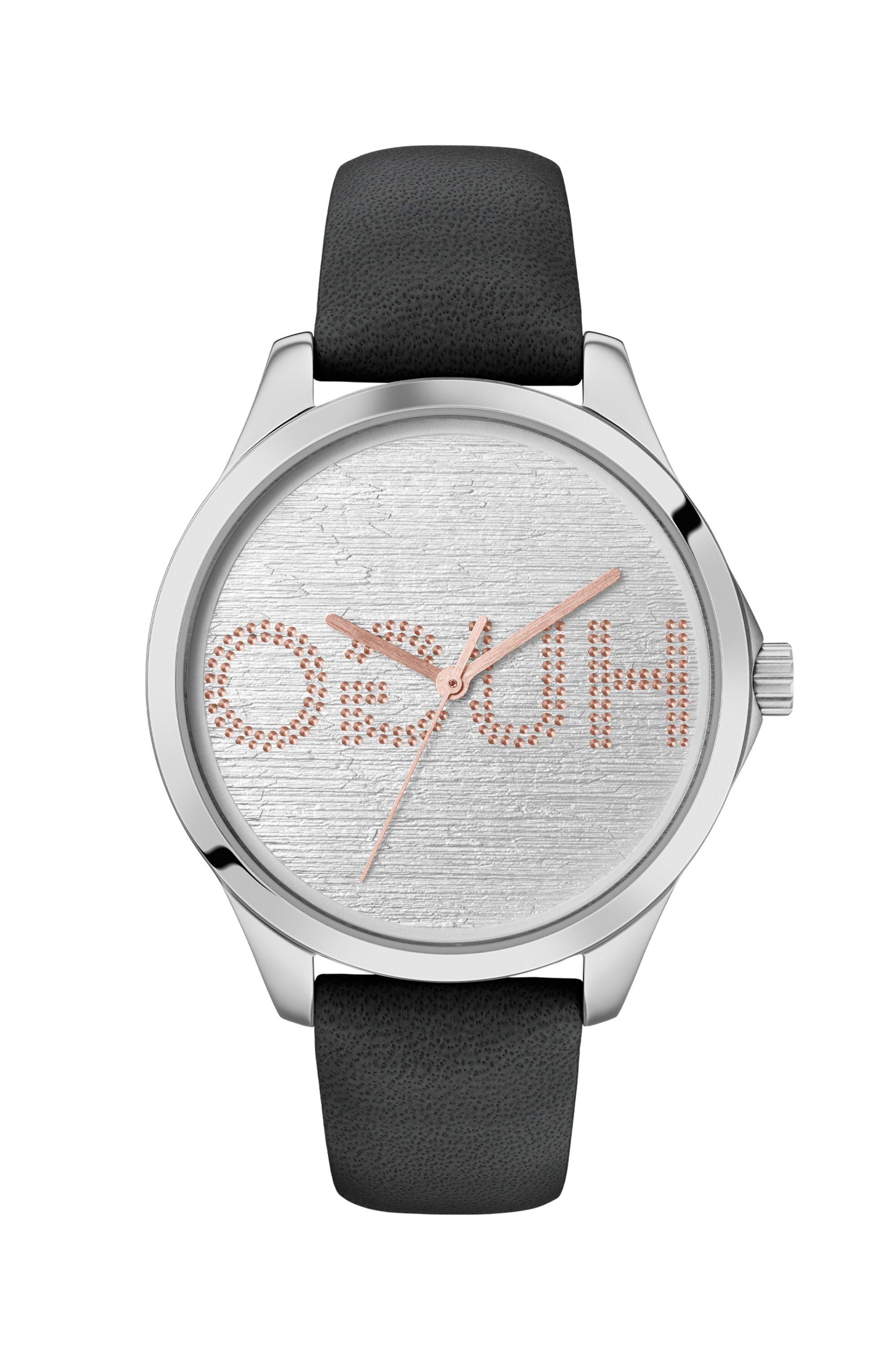 Montre avec cadran à logo inversé embossé et bracelet en cuir, Noir