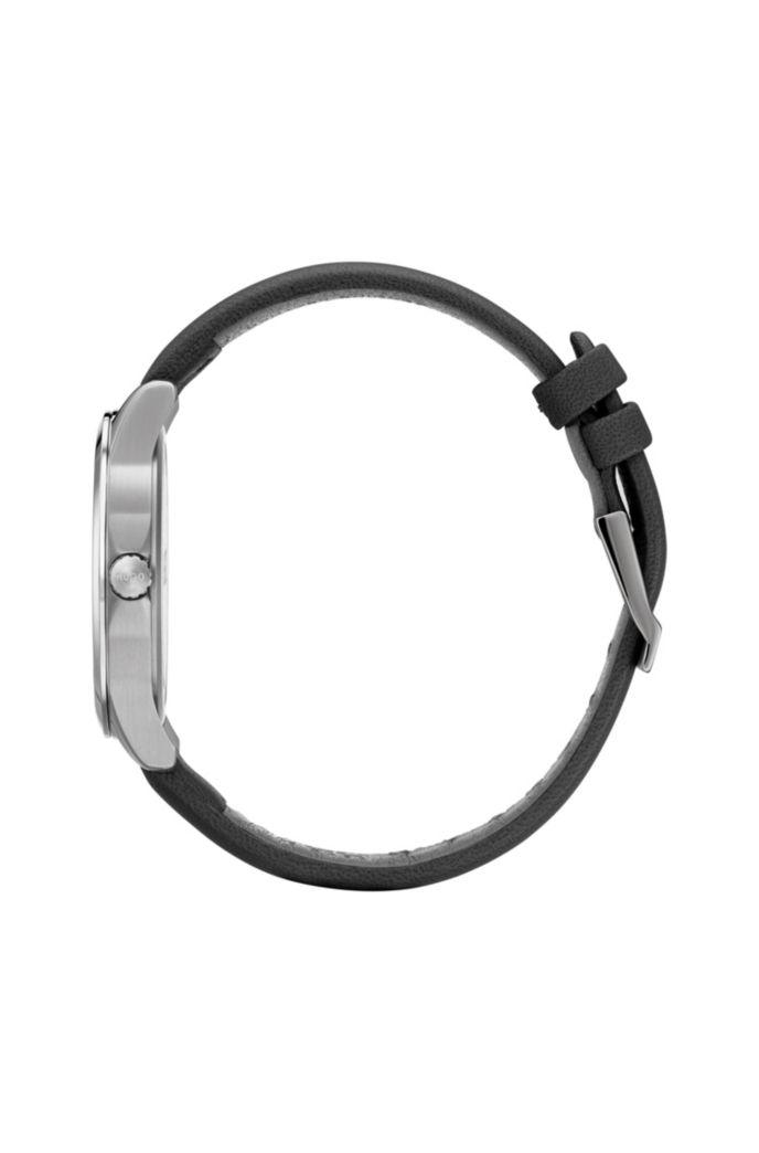 Montre avec cadran à logo inversé embossé et bracelet en cuir