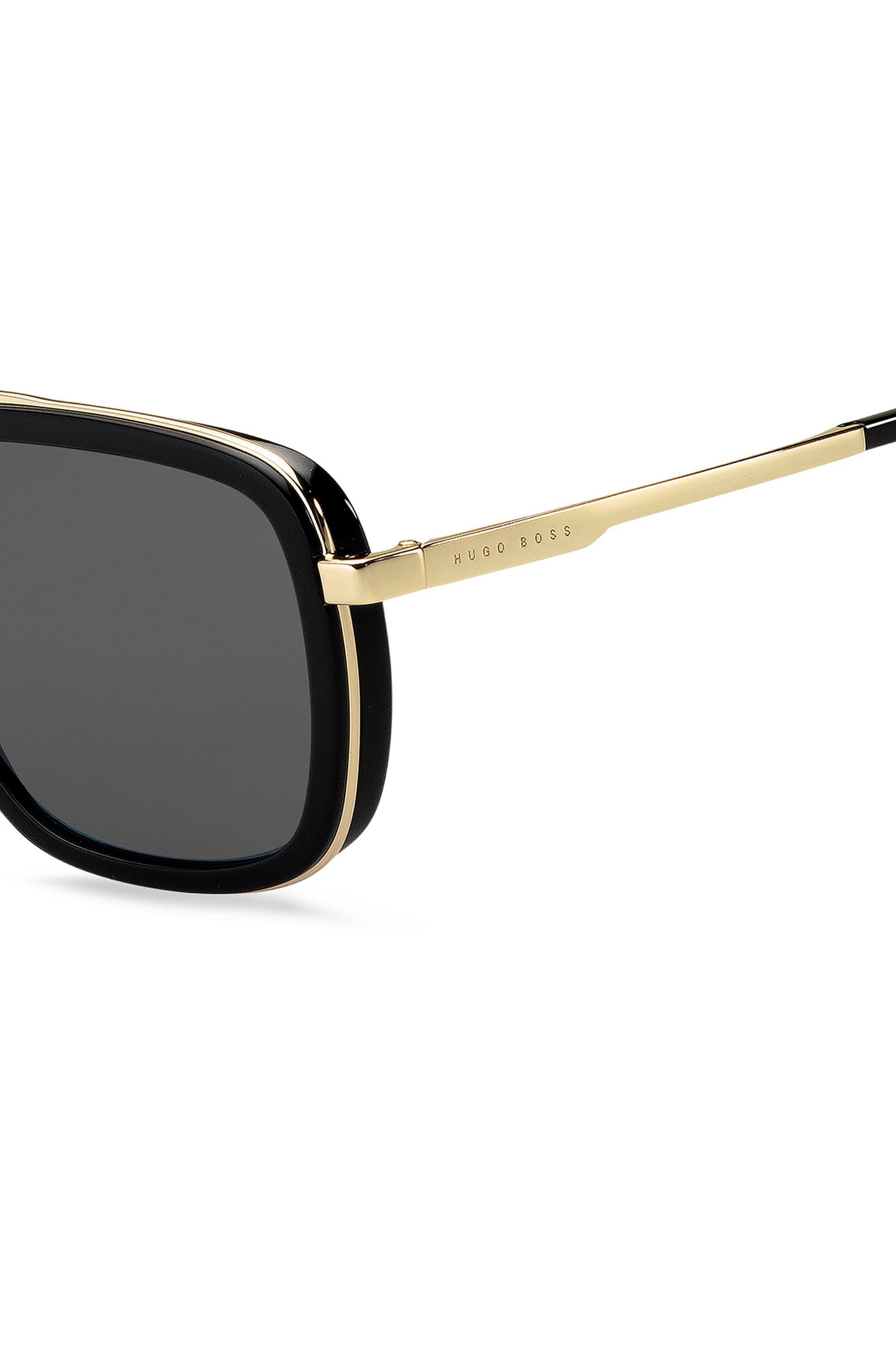 Sonnenbrille mit dreifachem Steg und schwarz-goldfarbener Fassung