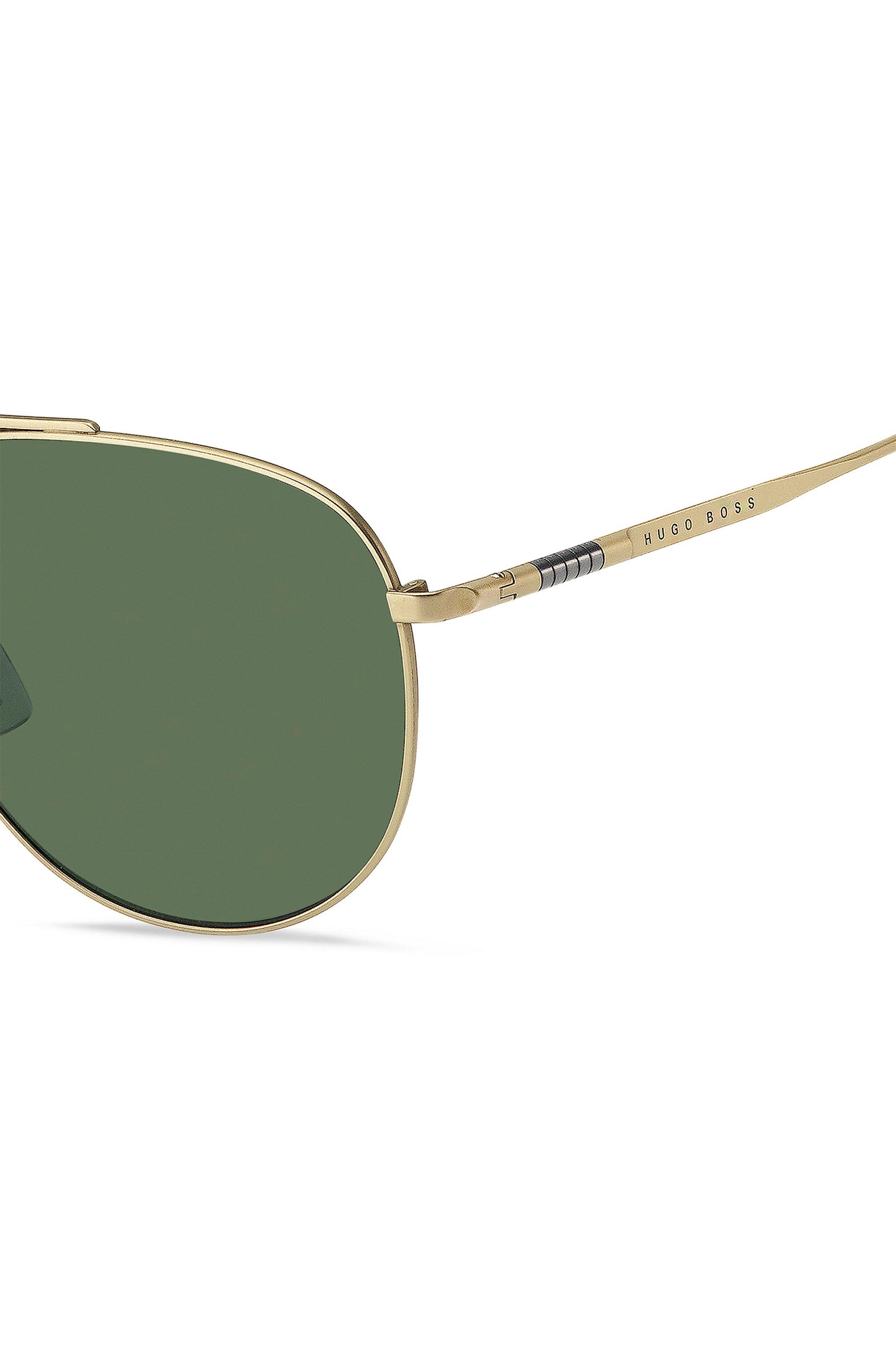 Lichte zonnebril met goudkleurig montuur en groene glazen