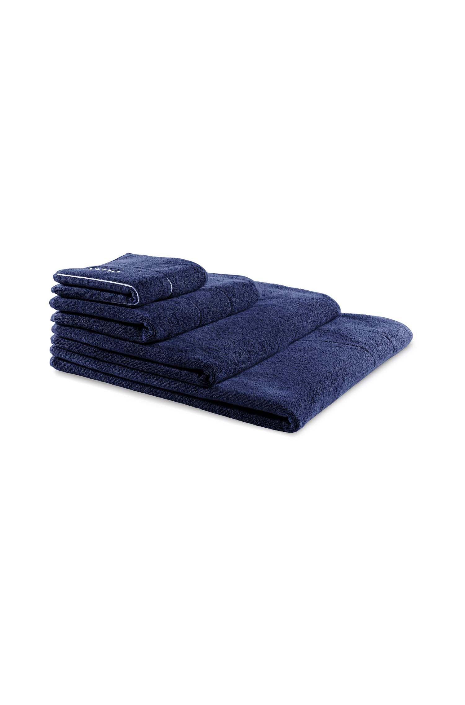 Toalla de baño extragrande en algodón egipcio de la máxima calidad con logo en el borde, Azul oscuro