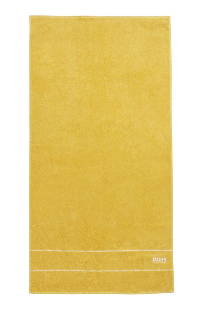 Badhanddoek van de fijnste Egyptische katoen met rand met logo