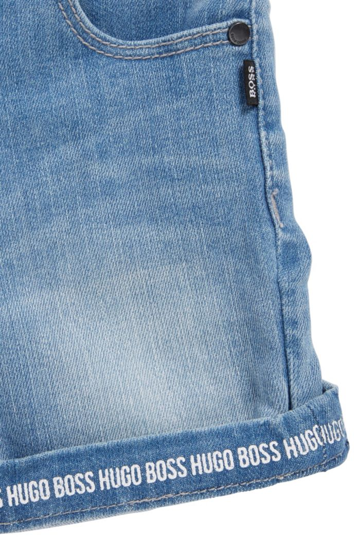 Short en denim Regular Fit pour enfant avec revers à logo imprimé