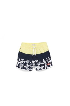 Kids' quick-drying swim shorts with hibiscus print, Patterned