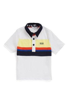 Kids-Poloshirt aus elastischem Baumwoll-Mix mit Blockstreifen und Hibiskus-Print an der Kragenunterseite, Gemustert