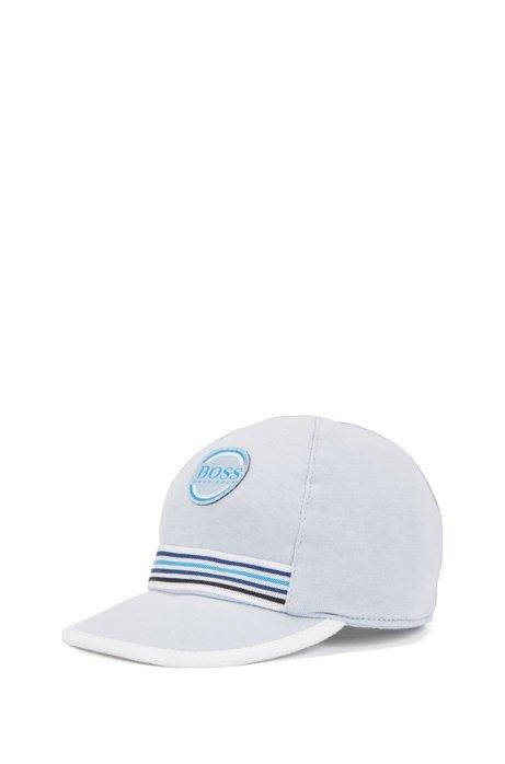 Gorra de bebé en punto de algodón con insignia bordada, Celeste