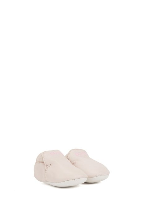 Baby booties in leather with printed logo, light pink