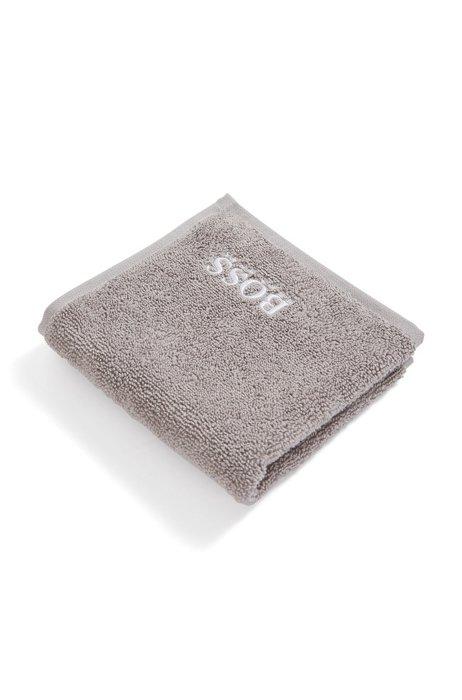 Waschlappen aus ägyptischer Baumwolle mit kontrastfarbenem Logo, Grau