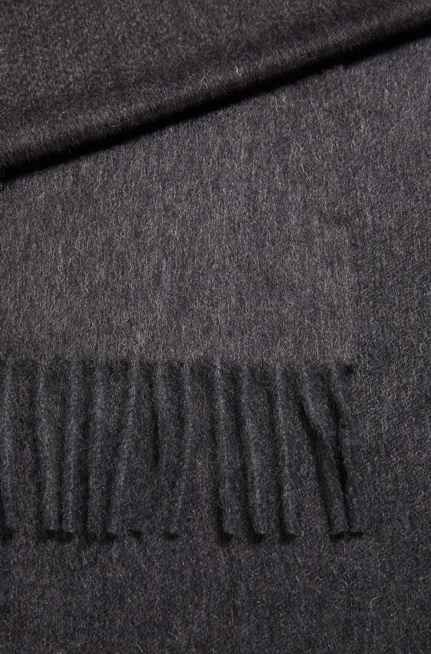 Tailored Italian-made scarf in cashmere with fringed hem, Open Grey