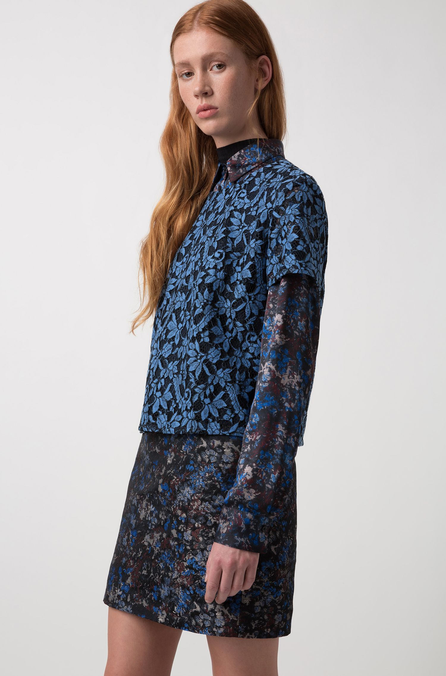 Cropped short-sleeved top in two-tone lace, Open Blue