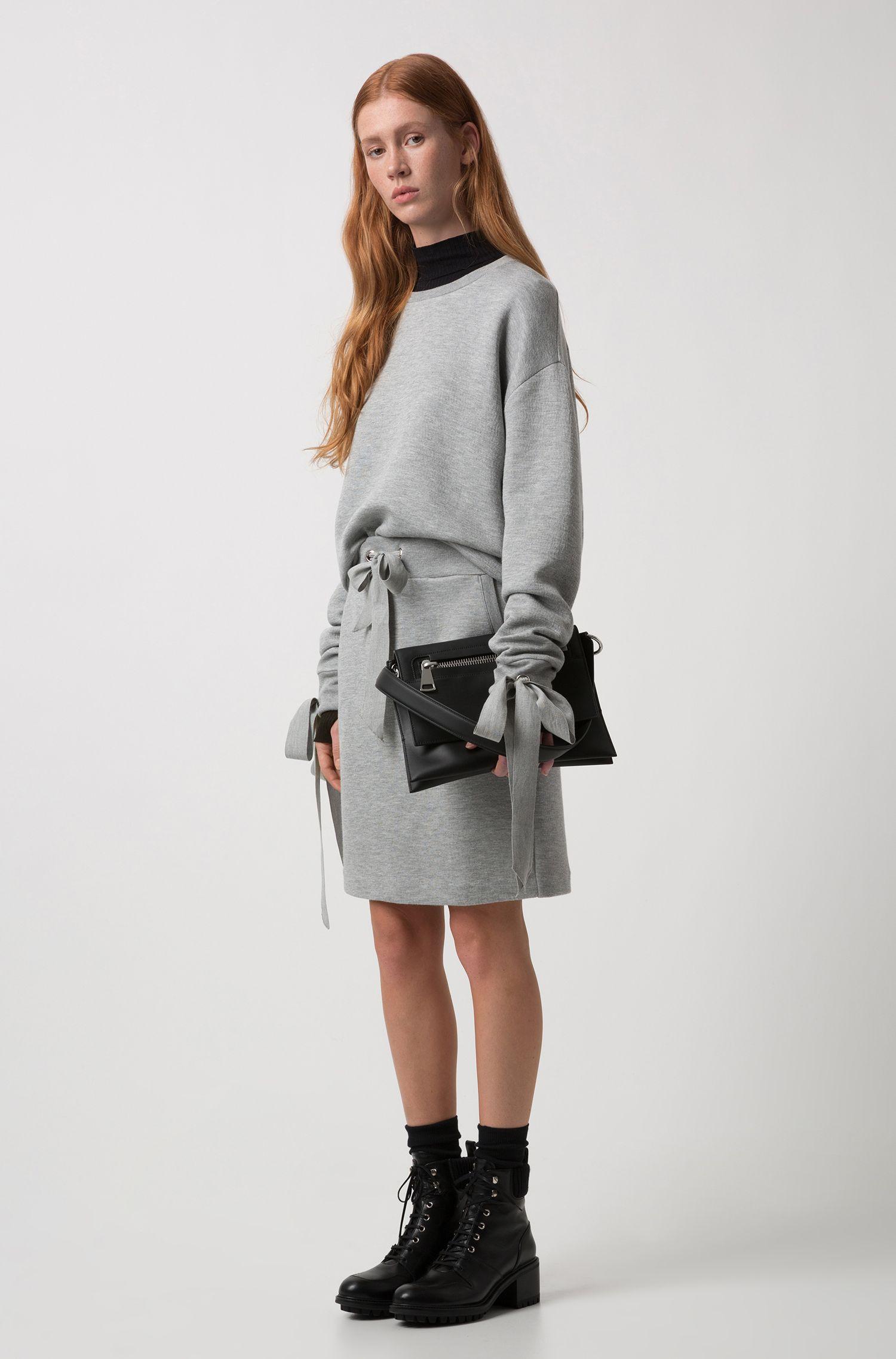 Shoulder bag in matte leather with zipper detail, Black