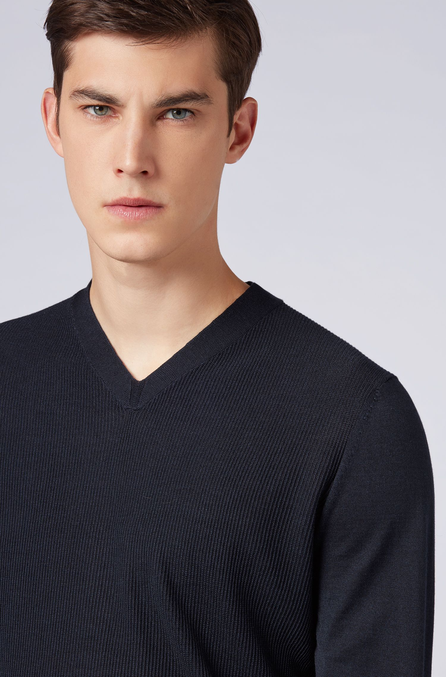 V-neck sweater in a virgin-wool blend with micro-structure, Open Blue