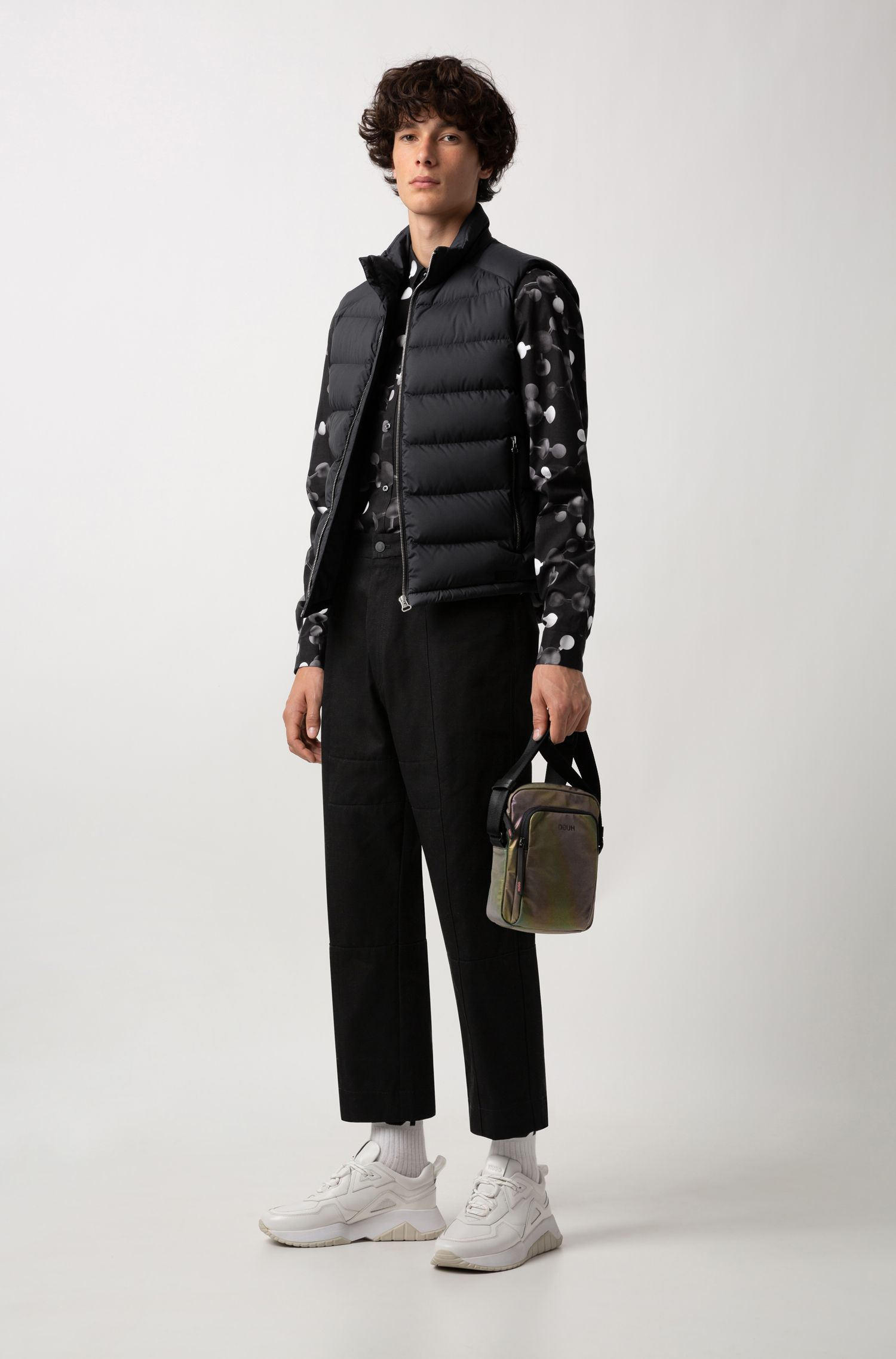 Water-repellent down-filled gilet with reverse-logo print, Black