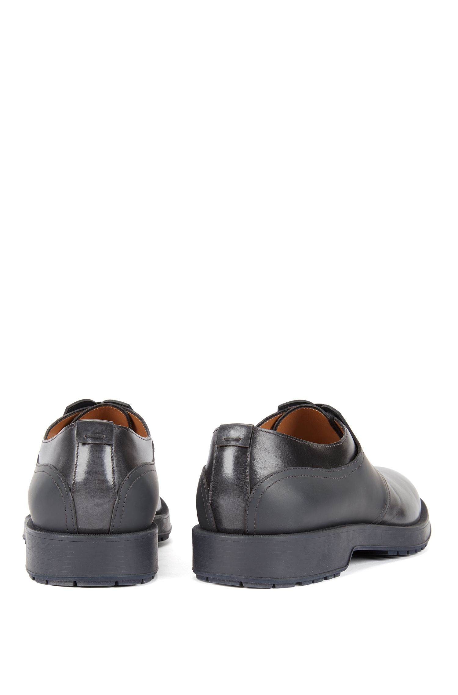 Derby shoes in brush-off leather with rubberized detail, Dark Grey