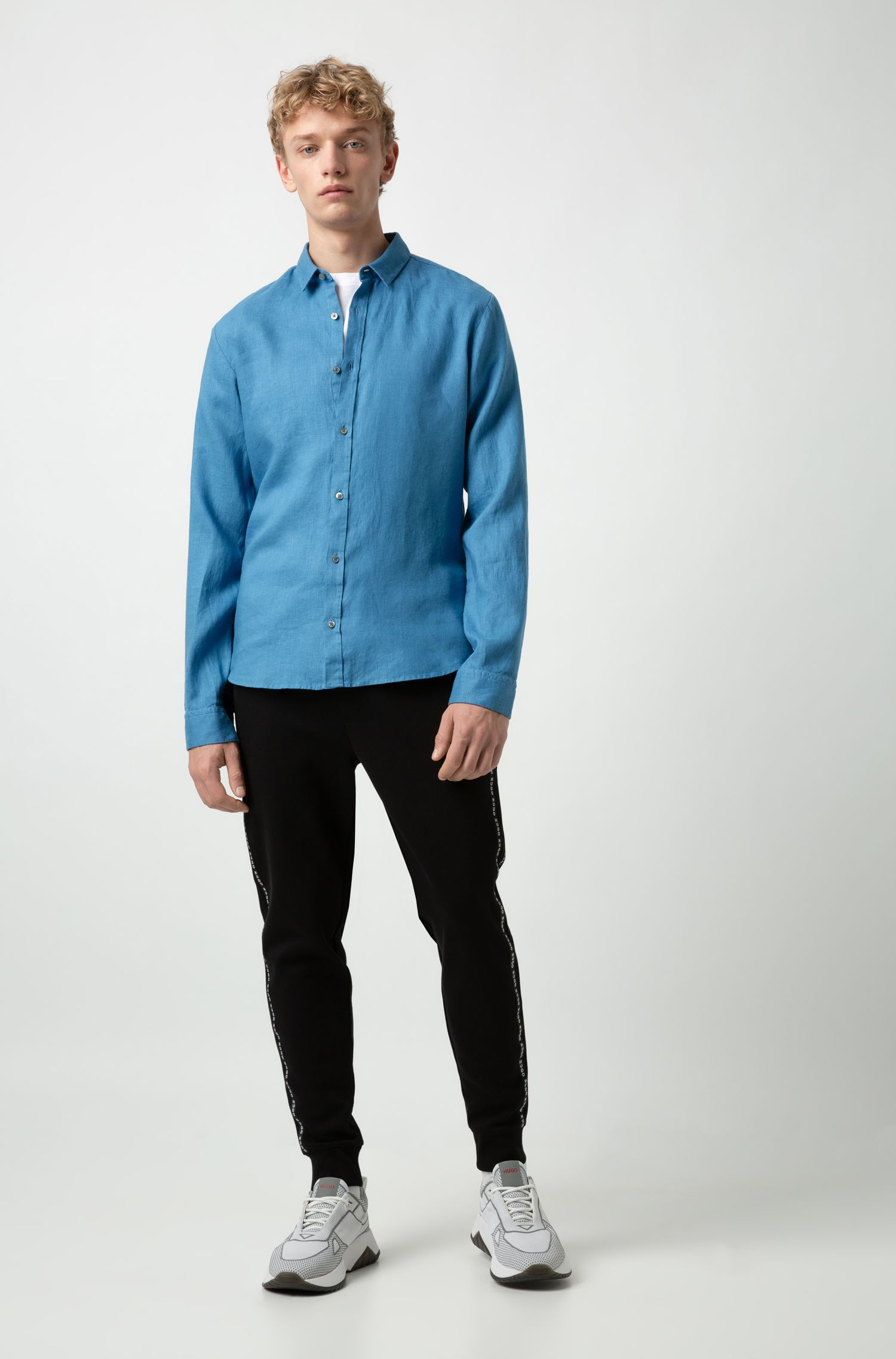 Extra-slim-fit linen shirt with dyeing treatment, Open Blue