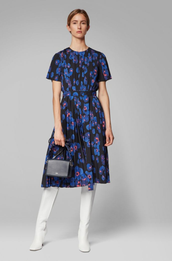 Plissé dress with permanent pleats and floral print
