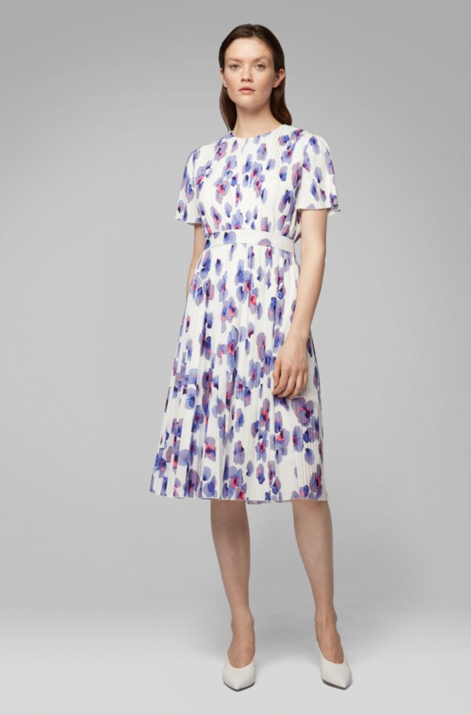 Plissé dress with permanent pleats and floral print