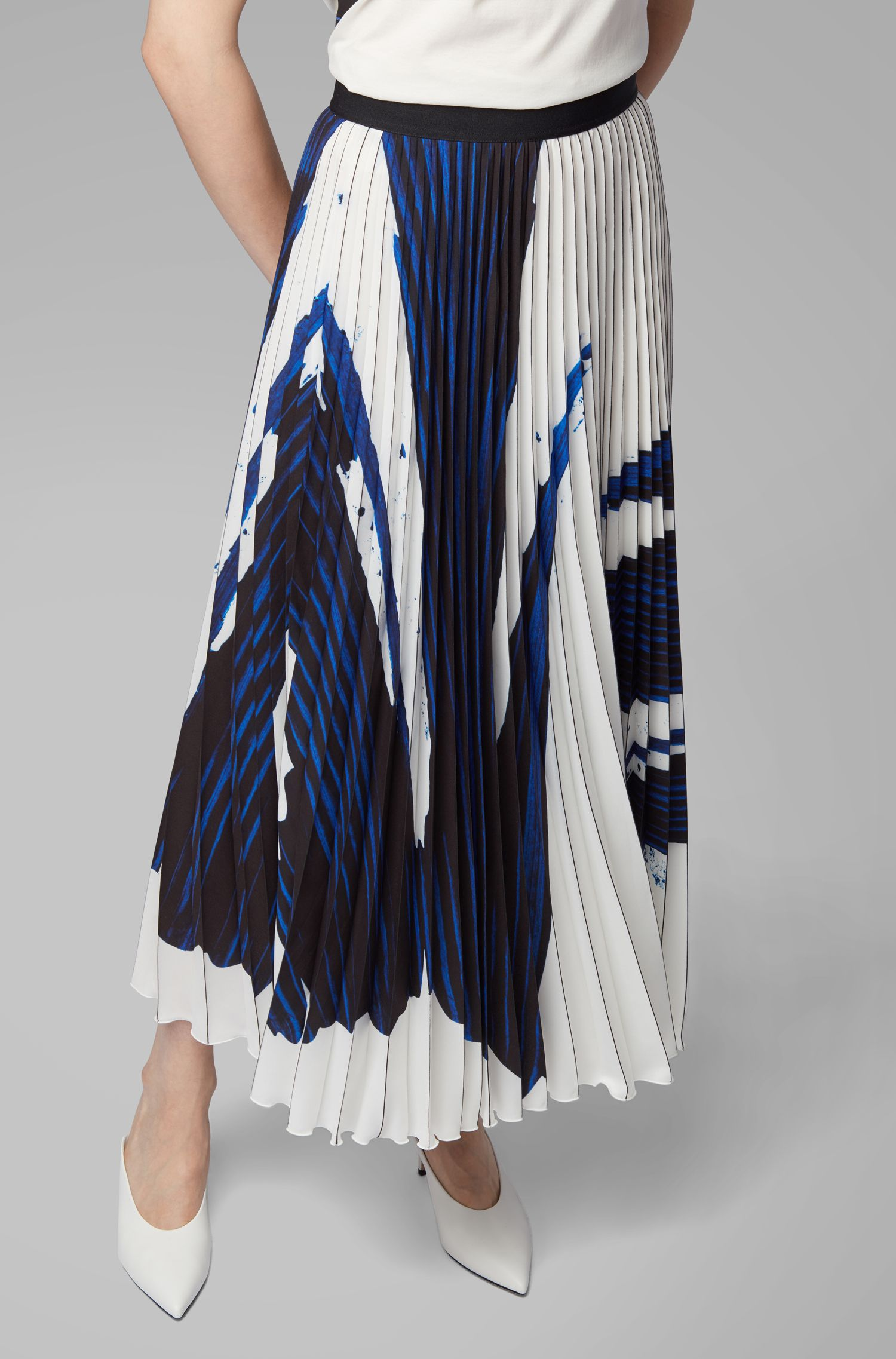 A-line skirt in Portuguese plissé fabric with overprinted motif, Patterned