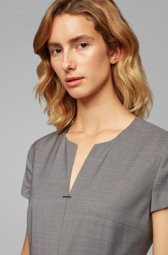 Short-sleeved dress in patterned virgin wool with notch neckline