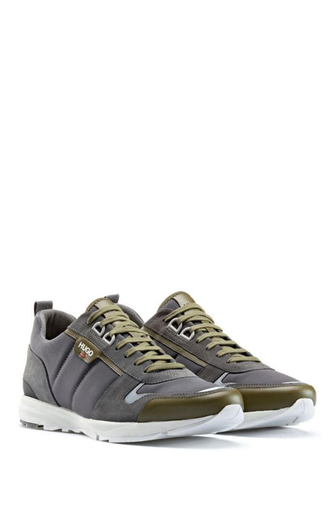 Low-top sneakers in leather, suede and structured nylon