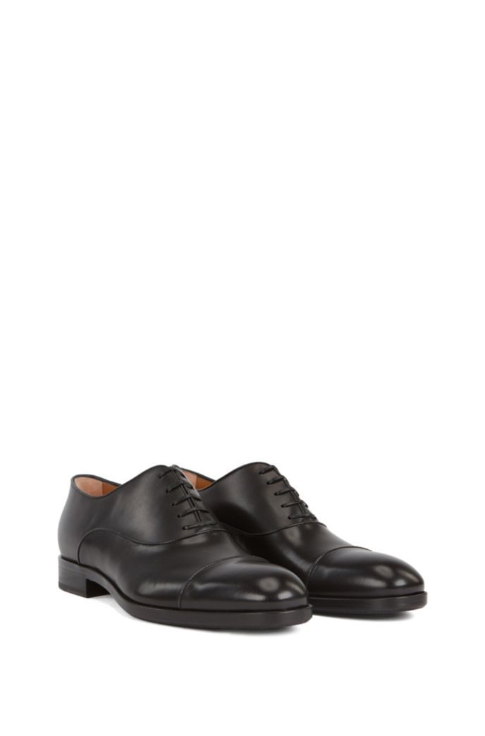 Italian-made Oxford shoes in leather with piped uppers