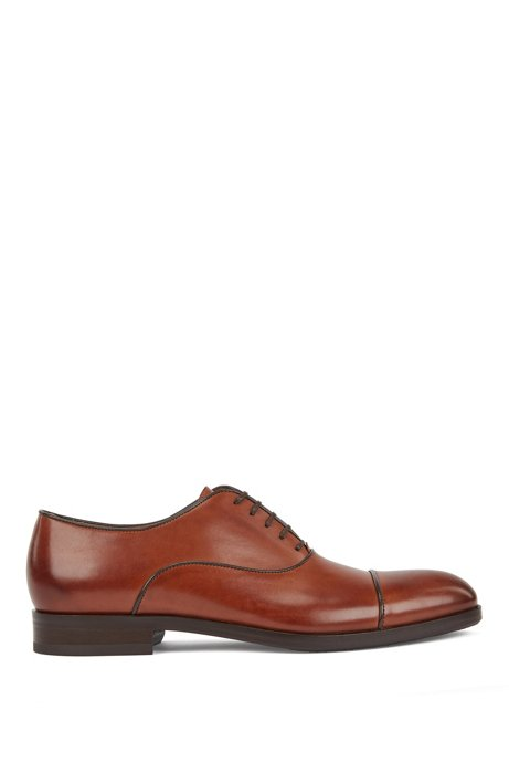 Italian-made Oxford shoes in leather with piped uppers, Brown
