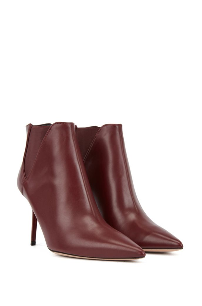 High-heeled ankle boots in leather with elastic panels
