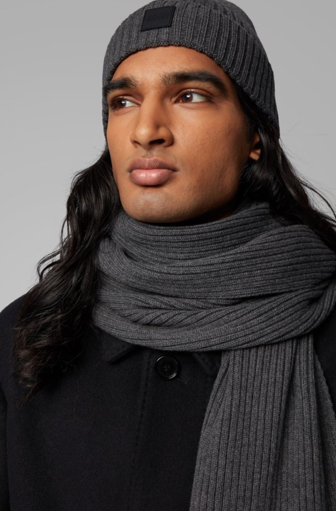 Scarf and hat set in a wool-cotton blend
