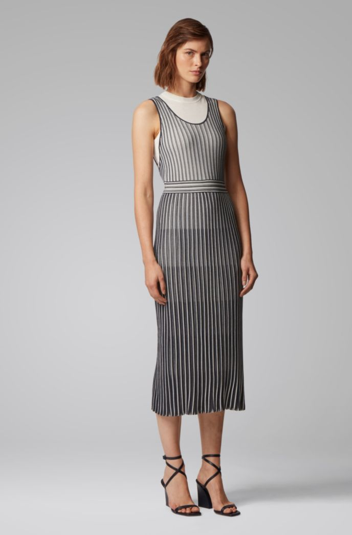 Sleeveless knitted dress with detachable underlayer
