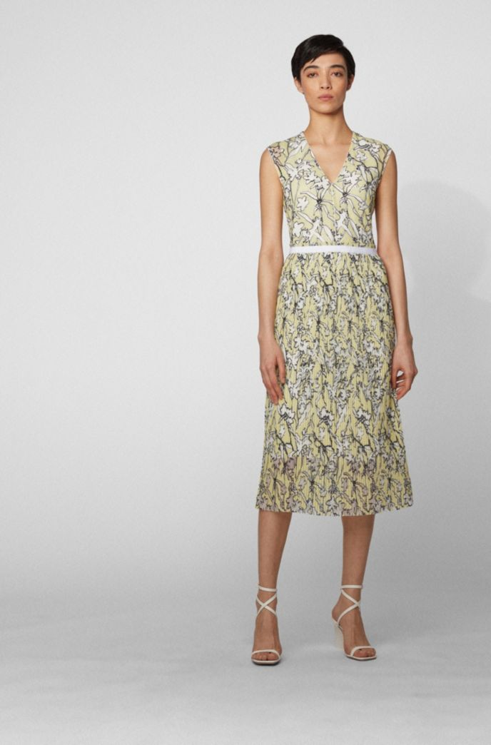 Embroidered lace dress with plissé skirt part