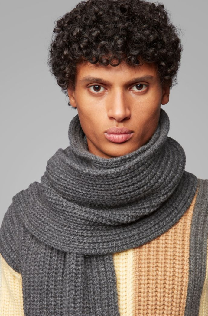 Fashion Show scarf in cardigan-stitched cashmere